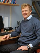 Kjetil Retterstøl ved skrivebordet