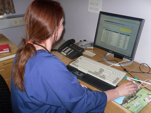 Sykepleier med PC