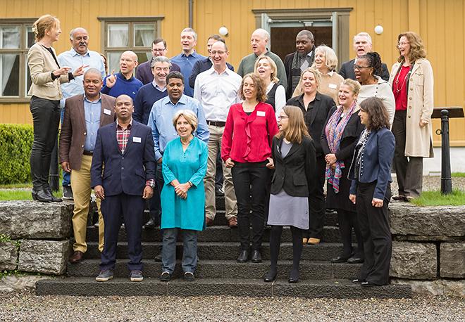 Deltakerne i The Lancet-kommisjonen One Health samlet utenfor Tøyen Hovedgård. Foto: Øystein Horgmo, UiO