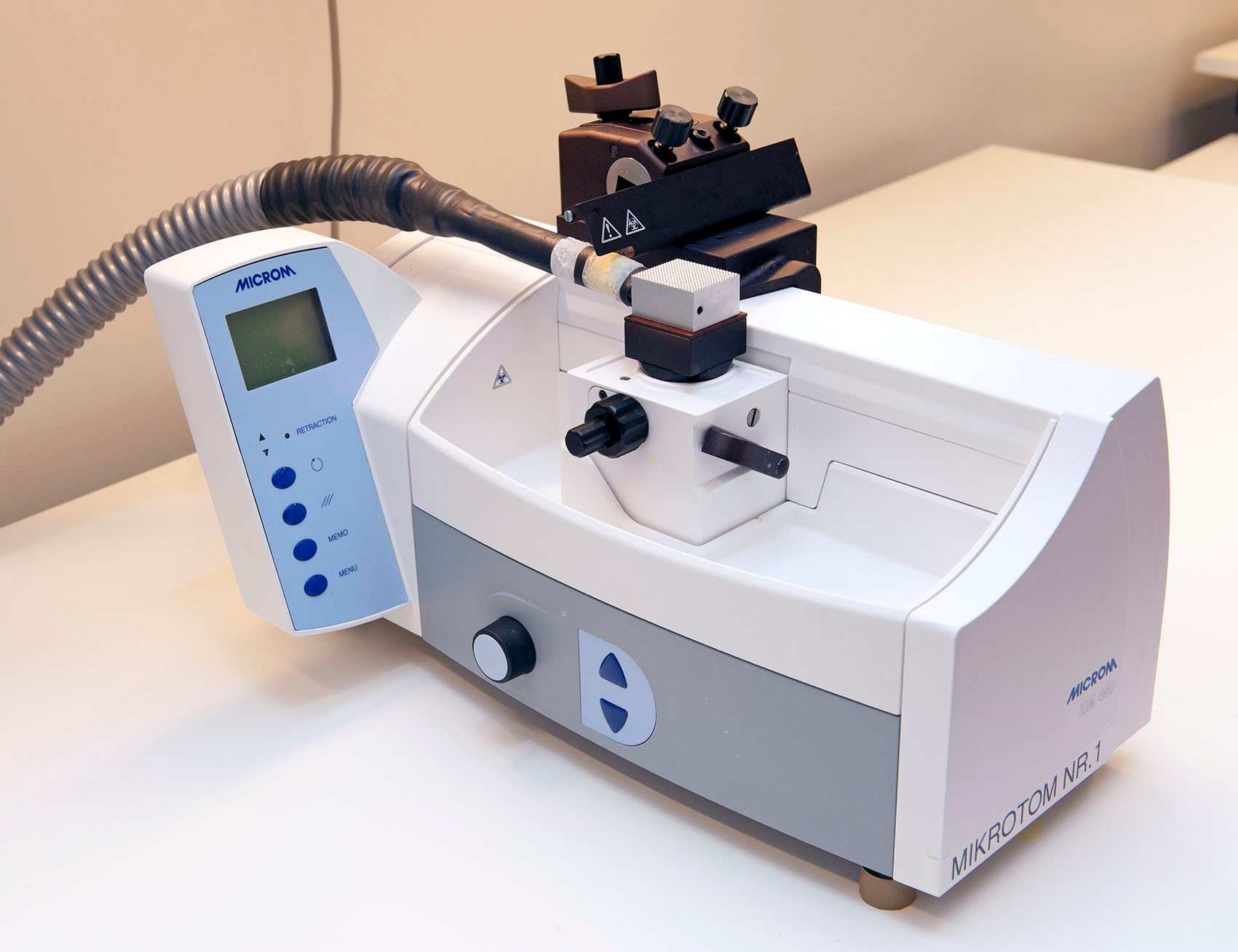 sliding and freezing microtome microm hm