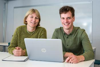 Two persons and a laptop. Professor Marit Veierød and PhD Candidate Simon Lergenmuller at the Institute of Basic Medical Sciences, University of Oslo.