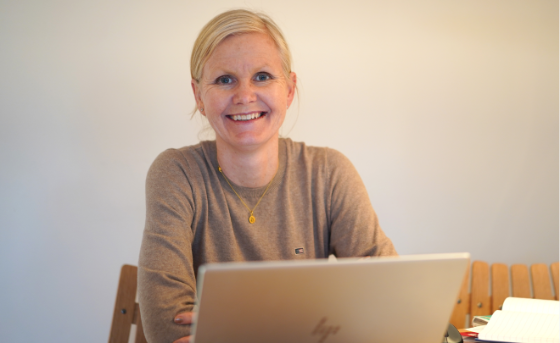 Stine Ulven sitting in front of a laptop
