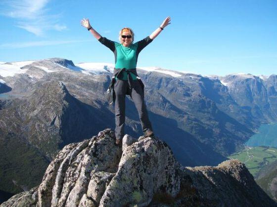 En tidligere pasient på toppen av et fjell