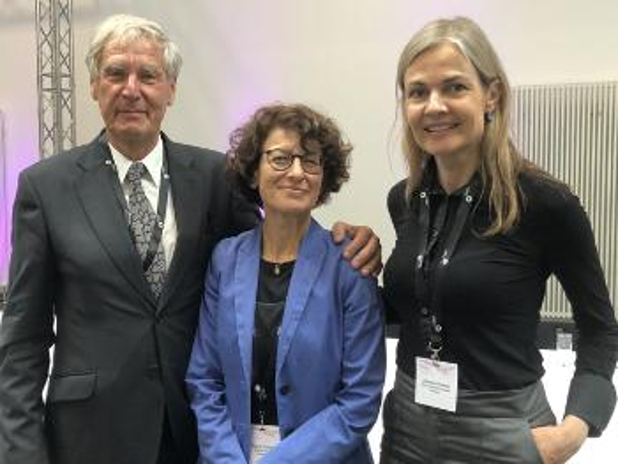 Tidligere president, Christoph Huber og ny president Özlem Tureci, sammen med nyvalgt styremedlem Johanna Olweus.