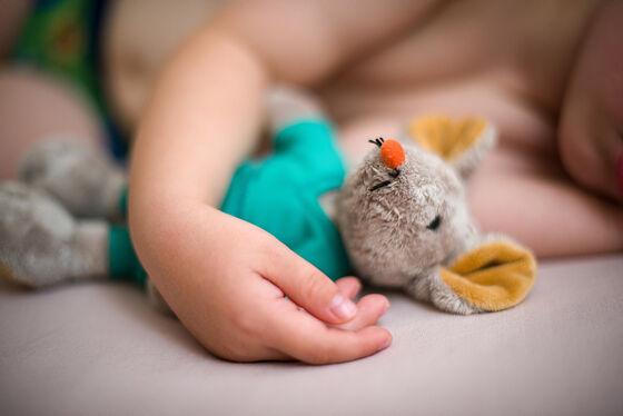 Barn med bamse