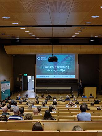 Bildet kan inneholde: Konvensjon, Akademisk konferanse, Seminar, Auditorium, Lesing.