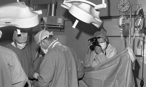 Fotograf fotograferer operasjon