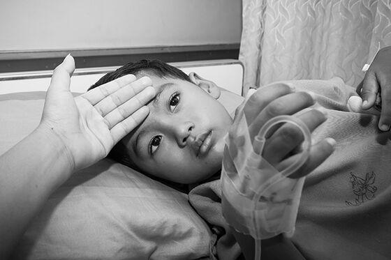 Syk gutt med feber.