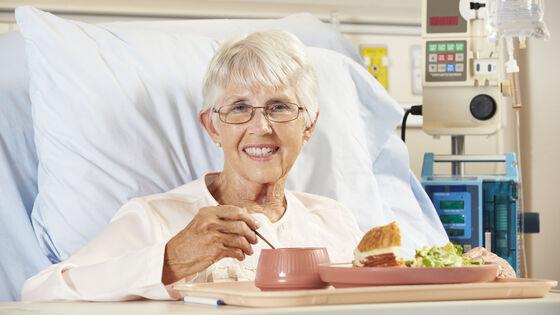 Glad pasient som skal spise